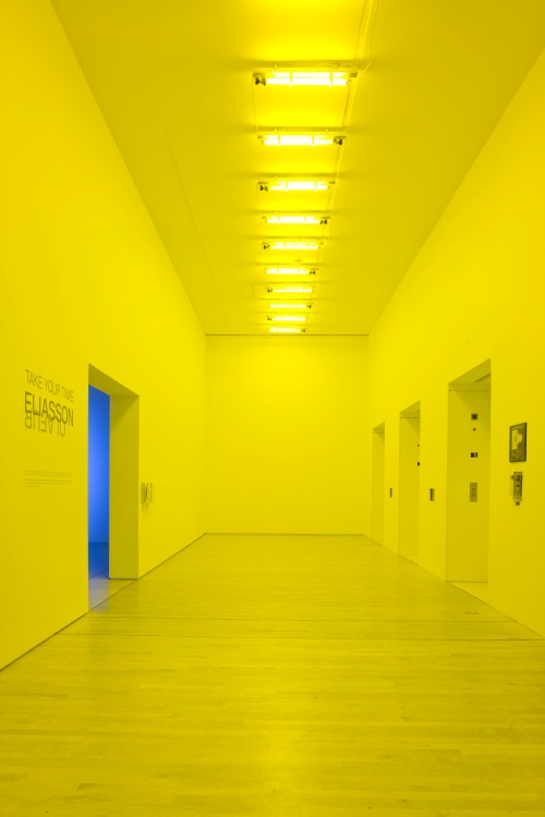 Olafur Eliasson, Room for one colour, 1997. Installation view at San Francisco Museum of Modern Art on the occasion of Take your time: Olafur Eliasson; photo: Ian Reeves, courtesy SFMOMA; © 2009 Olafur Eliasson