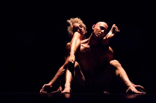 Brisa Escobedo and Rolando Ramirez of Cuerpo Etéreo Danza Contemporánea in Llora . . . para que se te Lave el Alma.